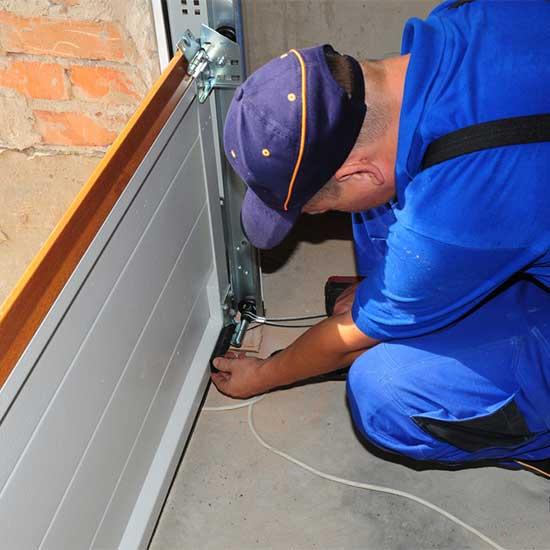 garage-door-repairman-panel